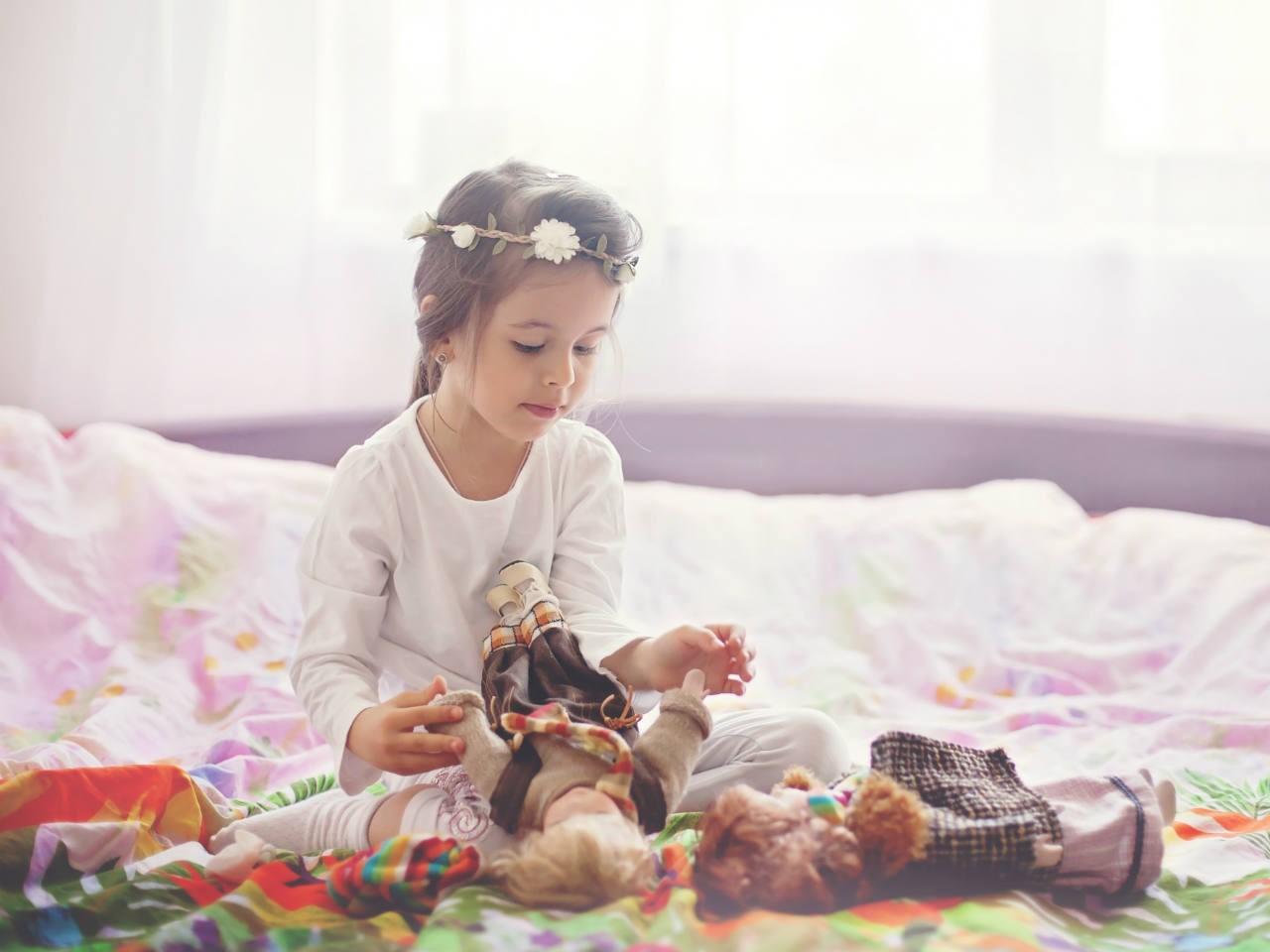 راهنمای انتخاب بهترین اسباب بازی های دخترانه برای سنین مختلف