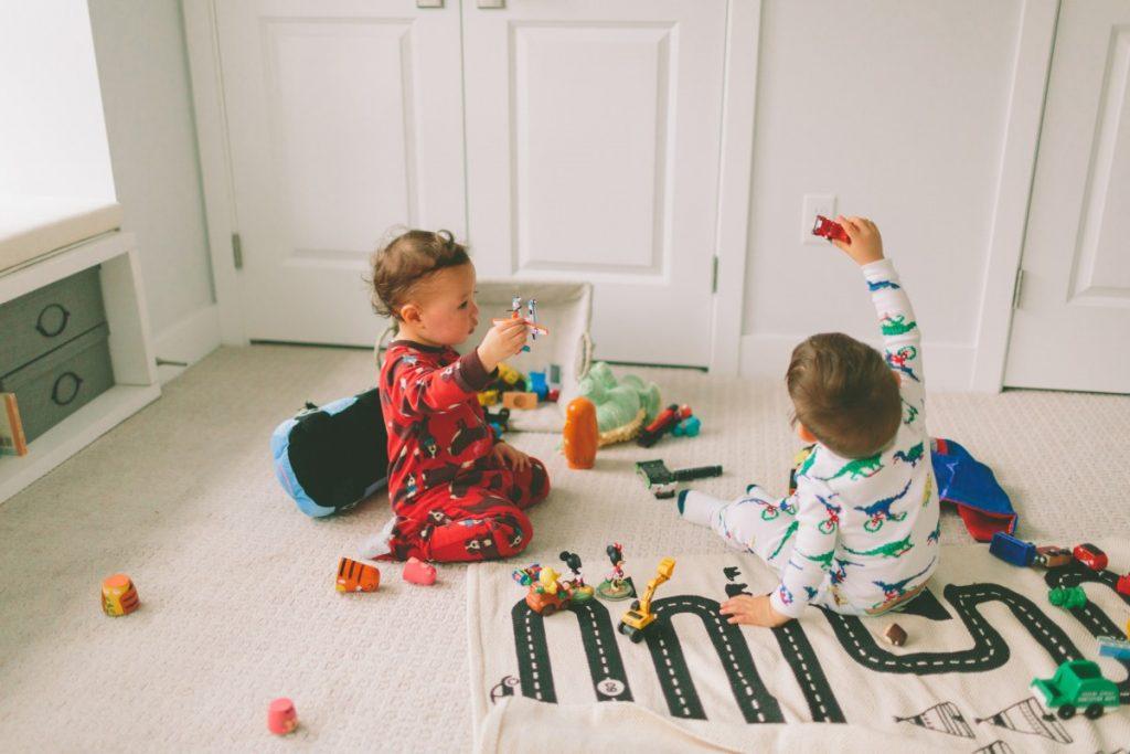 اسباب بازی دخترانه خوب برای کودکان تا 2 سال