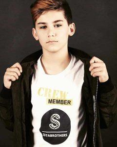 برای پسر 7 تا 15 ساله جذاب خود چه لباسی بخریم که مناسب سن او باشد؟