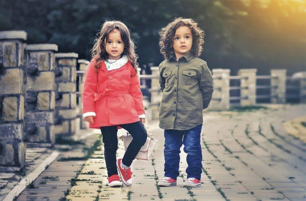 اندازه لباس بچه باید مناسب سن او باشد.
