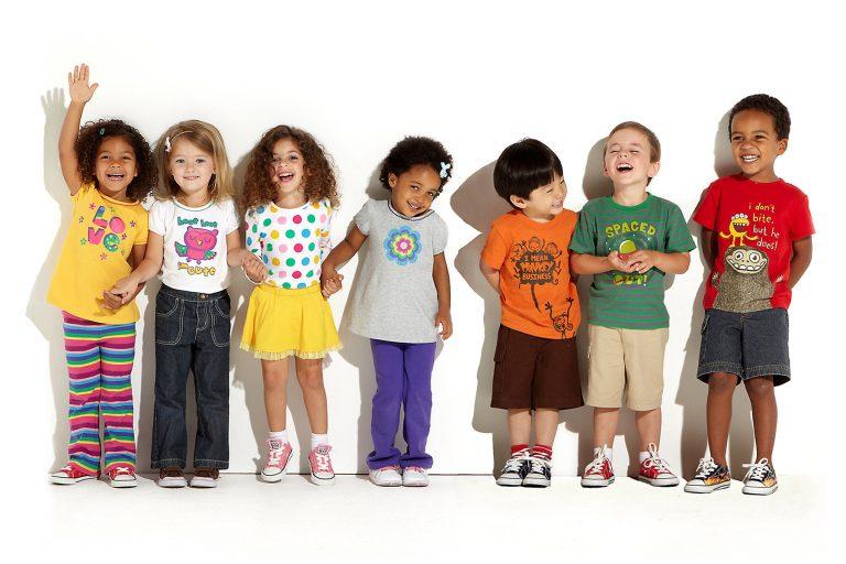 نکتههایی که باید در خرید انواع لباس بچه گانه بدانید