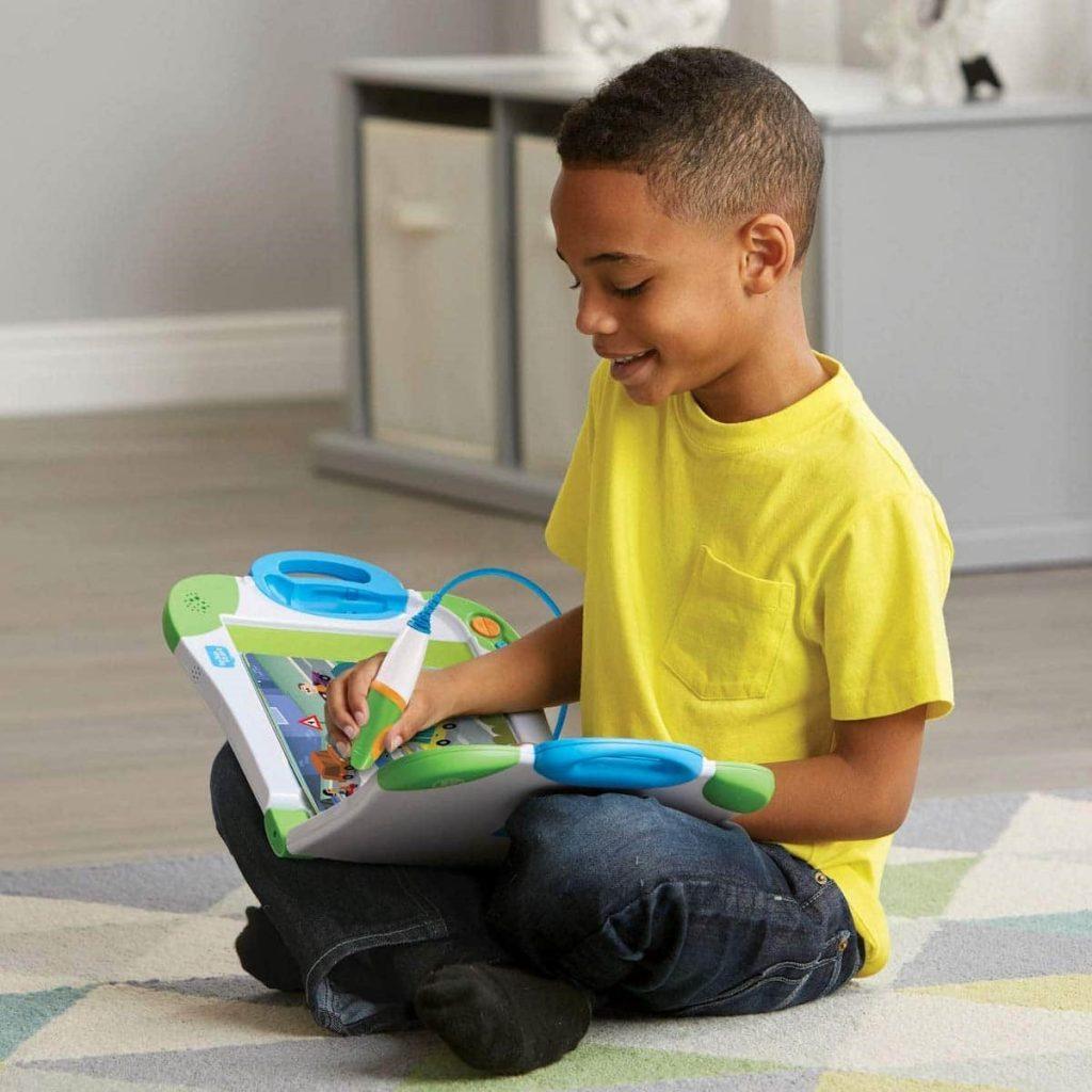 اسباب بازی مناسب سن پسر شما، تاثیر زیادی در رشد و یادگیری او خواهد داشت.